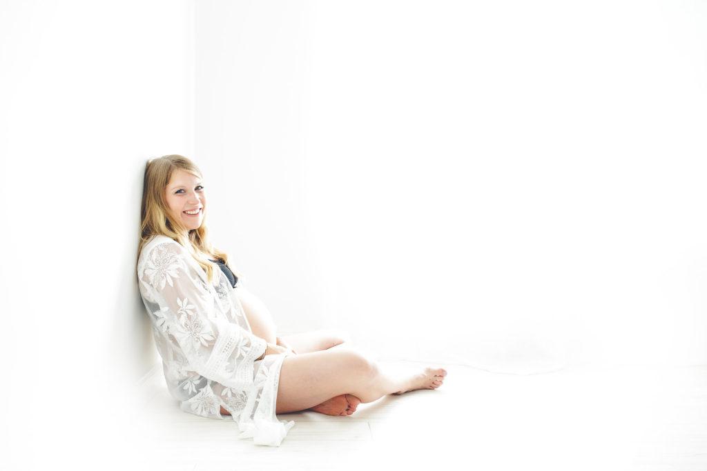 minimalistic-maternity-shoot-4