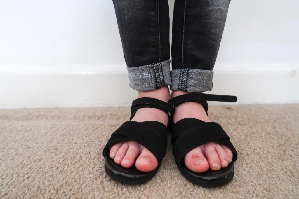 h&m kids black sandals